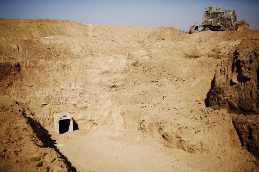 Militares israelenses localizam entrada de túnel palestino na Faixa de Gaza; país construirá muro subterrâneo para combater construção de passagens ilegais na fronteira dos dois territórios - REUTERS/Amir Cohen