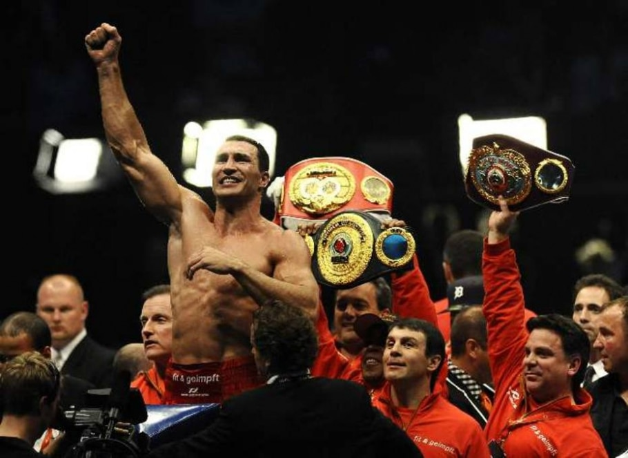 Vladimir Klitschko comemora vitória e unificação de cinturões dos pesos pesados - Mark Keppler/AP
