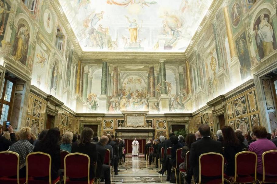 Vaticano investiga dois bispos por posse de pornografia infantil - AP