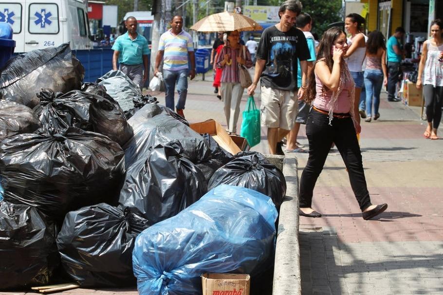 Em 9º dia de greve, cidades sofrem com falta de recolha de lixo em SP - Sérgio Castro/Estadão