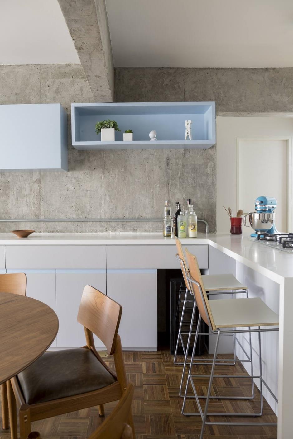 Paredes de concreto ditam a decora o em apartamento de - Paredes de cemento ...