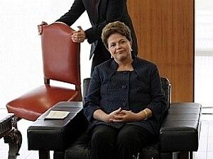 Dilma confronta Comissão e mantém ministro na pasta