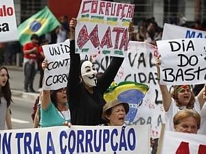 Paulistas tomam o vão do Masp em protesto - Filipe Araújo / AE