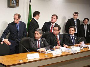 Base e oposição fazem acordo e CPI do Cachoeira termina sem indiciados