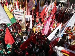 Projeto que regula terceirização opõe capital e trabalho