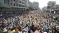Mianmar para enquanto centenas de milhares protestam contra o golpe militar