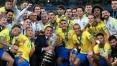 Entre vaias e aplausos, Jair Bolsonaro participa da premiação da Copa América