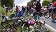 Torcedora causa acidente e 'strike' na Volta da França; Alaphilippe vence