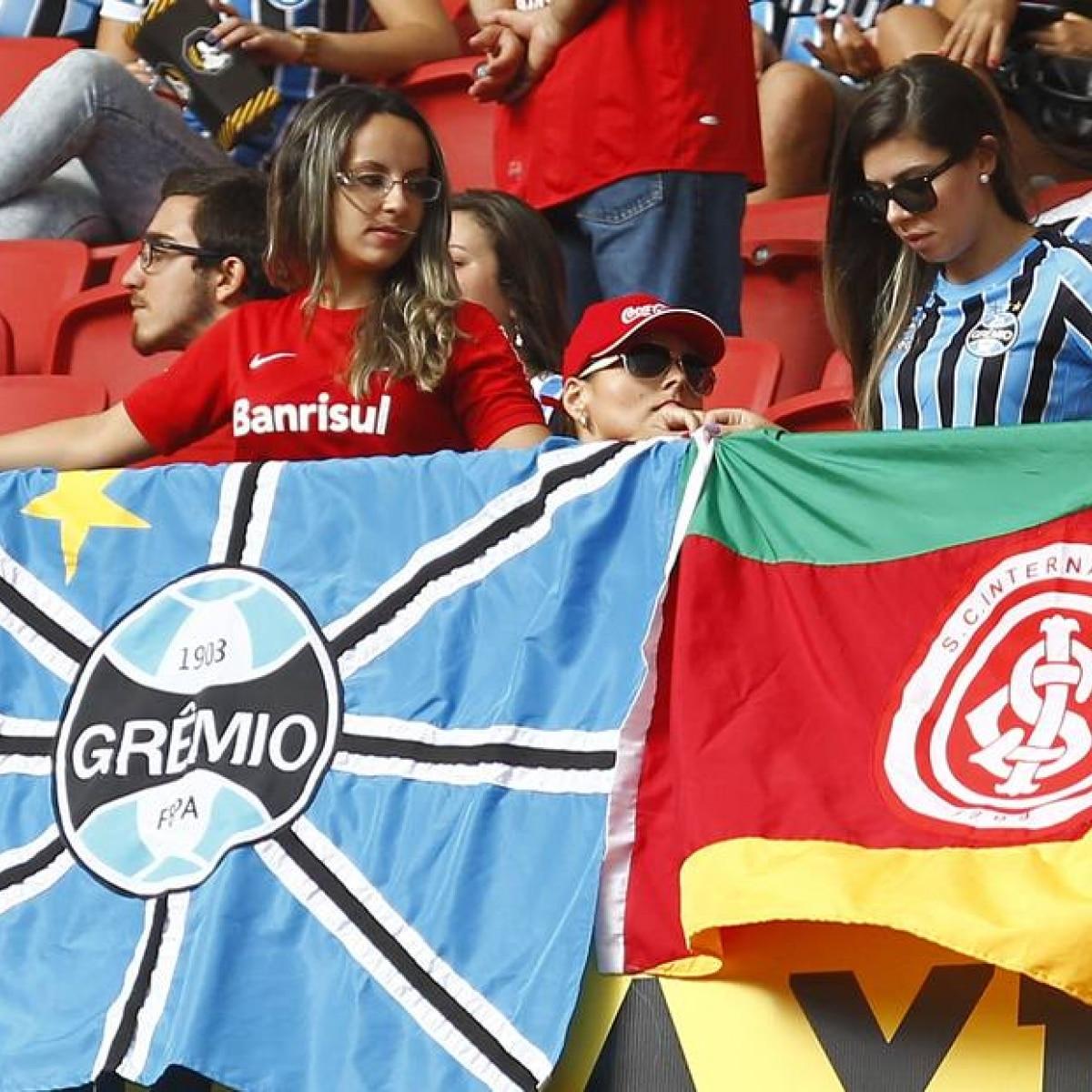 Gremistas e colorados torcem lado a lado no Beira-Rio - Esportes - Estadão b70f44f9c175c