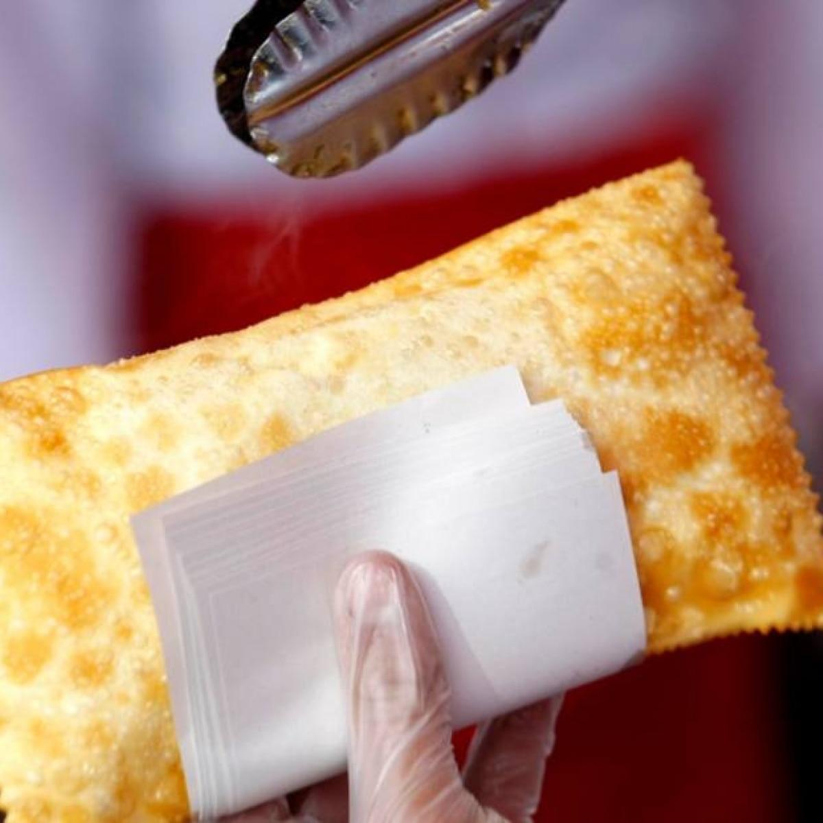 Receita de massa de pastel de feira - Paladar - Estadão