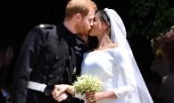 Usando joias da rainha e vestido francês, Meghan Markle se casa com príncipe Harry