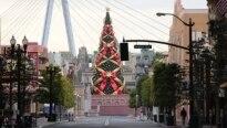 Árvore de Natal 'ambulante' atravessa rua em NY