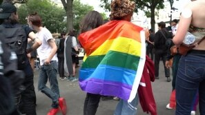 França: LGBTQs no improviso