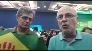 Integrantes do movimento monarquista comparecem...