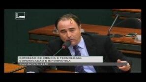 Deputado Eduardo Bolsonaro critica o STF
