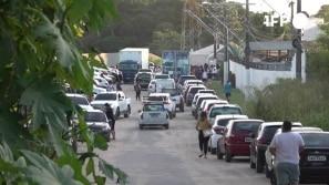 Manaus sofre, população busca alternativas