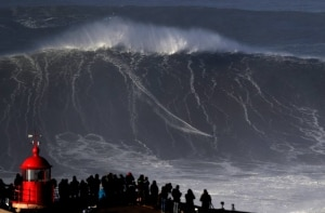 Conheça Nazaré, a cidade portuguesa das ondas gigantes