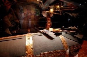 Tesouros antigos do faraó Tutancâmon são expostos em Londres