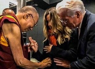 Richard Gere será pai de novo, com bênção de Dalai Lama