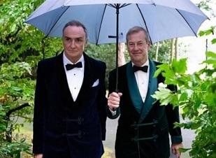 Família real britânica celebra 1º casamento gay