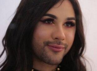 Conheça a drag queen que faz sucesso jogando videogame