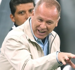 Corinthians é mais cobrado do que São Paulo, diz Mano