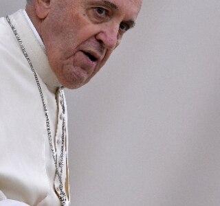 Papa vai rifar presentes ganhos para levantar recursos aos pobres