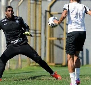 Souza tenta agarrar nova oportunidade no time do Santos