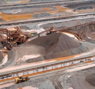 Minério de ferro renova mínima de quase 5 anos na China a US$81,90/t