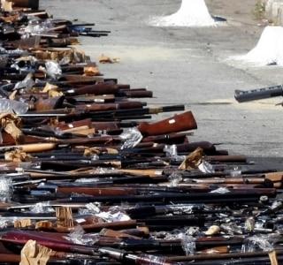 Entrega de arma cai a menor nível em 10 anos de campanha e posse cresce