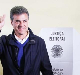Reeleito, Richa diz que a hora é de 'entrar de cabeça' na campanha de Aécio Neves