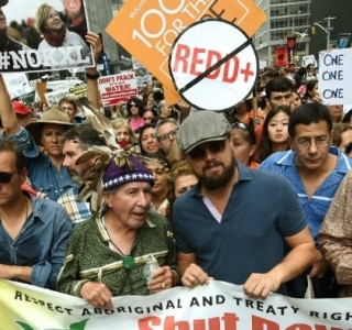 Milhares de pessoas vão às ruas de NY em marcha pelo clima