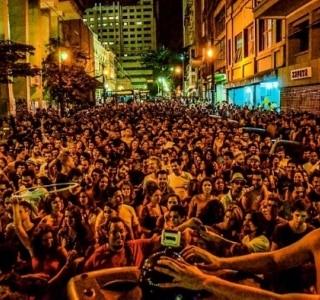 Festa Santo Forte de Rua embala centro de SP com música brasileira