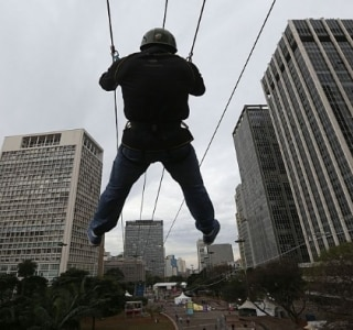 Atração radical faz público esquecer chuva na Virada Esportiva