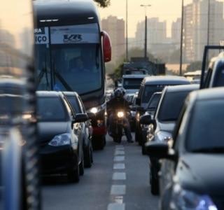 SP tem mais carro, mas aprova ciclovia e faixa de ônibus