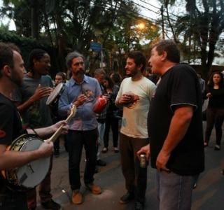 Protesto em defesa ao MIS termina sem churrasco
