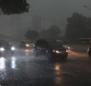 Após temporal, 800 mil pessoas ficam sem luz na capital paulista
