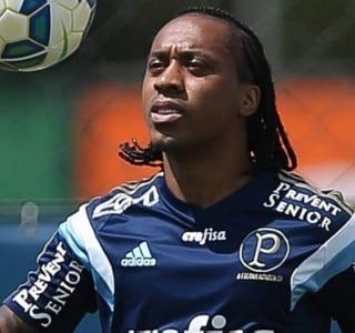 Cobrado pela filha, Arouca busca primeiro gol pelo Palmeiras