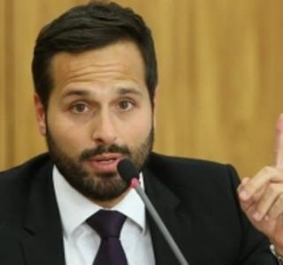 Calero pede demissão do Ministério da Cultura; Roberto Freire assume