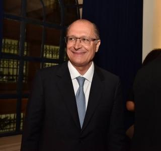 Alckmin promulga congelamento de seu salário, do vice e de secretários para 2017