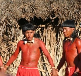 Tribo Xavante abre sua aldeia para visitantes interessados em aprender sobre a cultura indígena