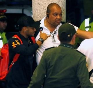 Festa e tumulto marcam chegada da seleção a Barranquilla