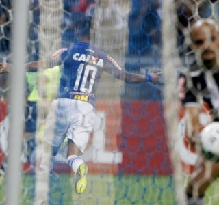 Mano celebra superioridade do Cruzeiro no clássico: 'Poderia ter feito mais'