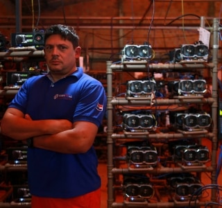 Brasileiros cruzam a fronteira para montar 'fábricas' de bitcoin no Paraguai