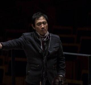 Foto do maestro Eiji Oue, que se apresenta na Sala São Paulo com a Orquestra de Bolsistas do Festival de Campos do Jordão Crédito: Divulgação
