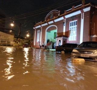 57e5fe9e5 Chuva deixa Rio em estado de atenção - Brasil - Estadão