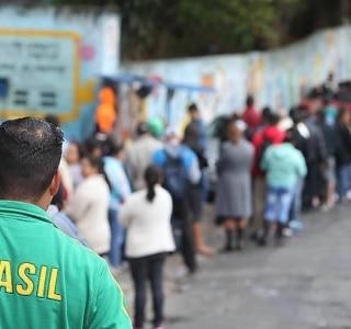 Eleitores relatam que documento com foto não foi exigido na votação