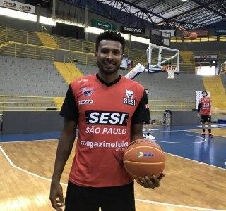 ac1ef3bfc0 Leandrinho volta ao basquete brasileiro para fincar raízes em Franca ...
