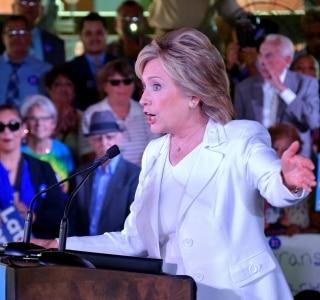 Hillary diz que está 'preocupada' com Caracas e 'esperançosa' com avanços em Cuba