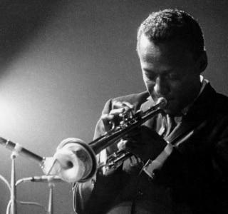Gravação da turnê final de Miles Davis e John Coltrane é lançada